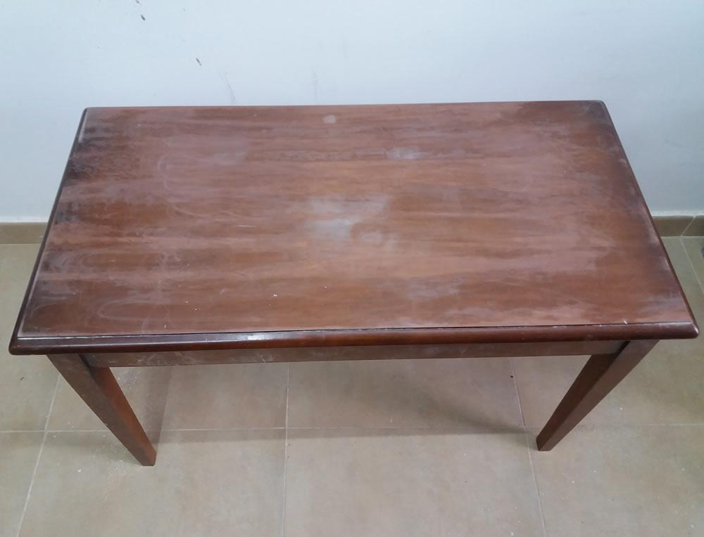 Mesa Decorada Con Periodicos Antiguos Retoque Restauración